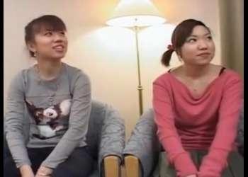 【素人ナンパ】チンポを一度も見た事ないブス2人が初めてのセンズリ鑑賞で赤面大興奮ww