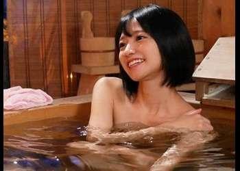 妻に内緒で行った温泉旅行で娘よりも若い美少女と夢中でセックスしまくった1泊2日の記録