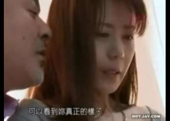 【ヘンリー塚本】弱味を握られ脅された細身熟女妻が娘が除く部屋でおやじに犯されていかされまくる