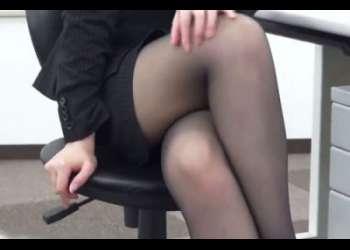 黒パンストを履いた美脚のOLさんが会社でM男性のチ○コにヒールや足裏を擦りつけ顔全体にお尻を押し付ける