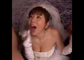 【麻美ゆま】ウエディングドレスを着たゆまちゃんが、2本のチンポをフェラチオしてセックスした後顔射される
