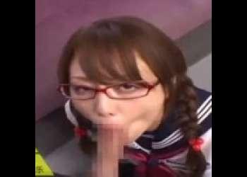 【吉沢明歩】女子高生のコスプレをした明歩ちゃんが、おいしそうに男のチンポをフェラチオする