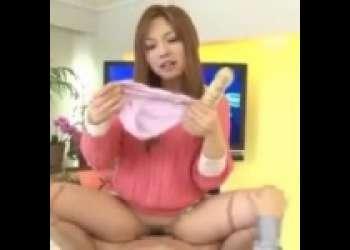 【瀬名あゆむ】生放送でニュースを読んでいた美人キャスターが壊れてしまい、男のチンポに跨って腰を振りまくる