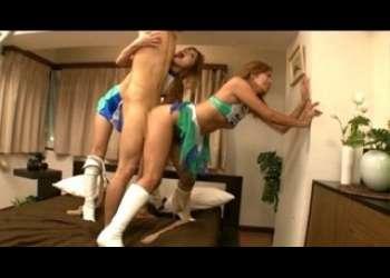 白ブーツの現役ギャルレースクィーン2名が超美脚を武器に暴れまくってイキまくり!!